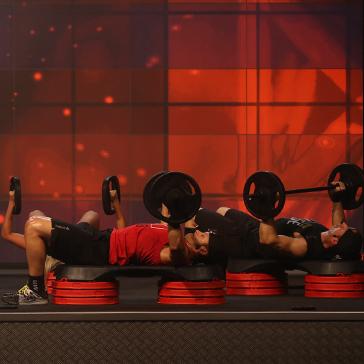 Les Mills BODYPUMP™ instructors bench press